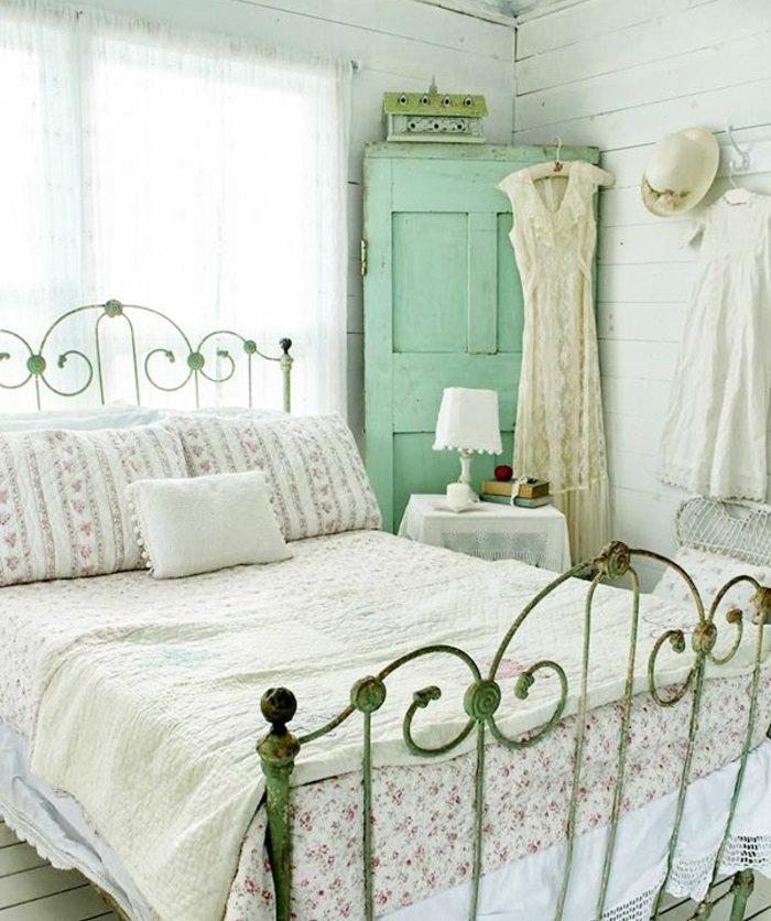archzineidées-déco-chambre-romantique-intérieur-lit-coussins